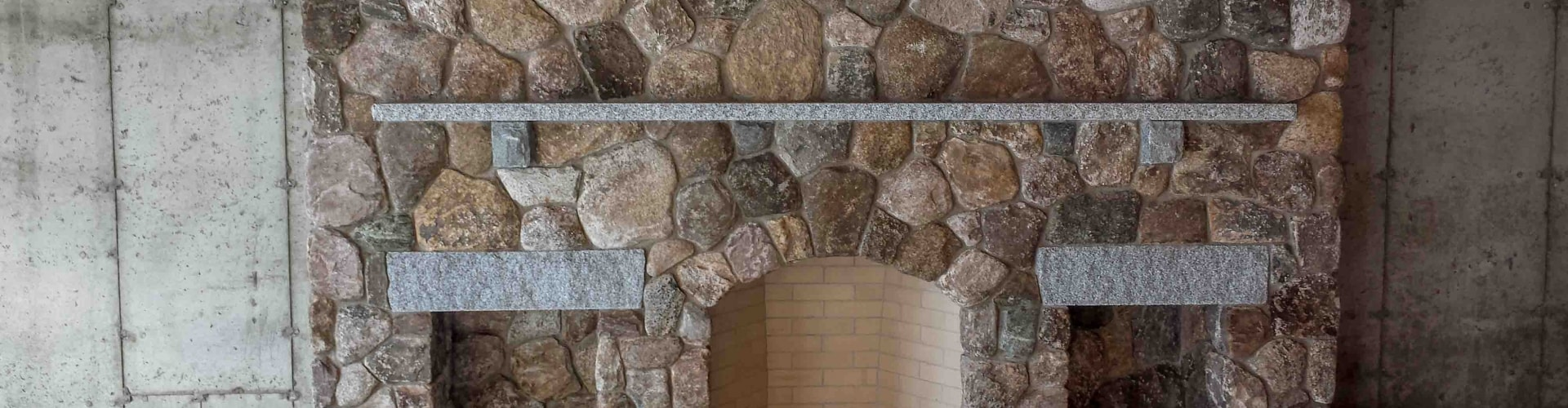 fieldstone-fireplace-min